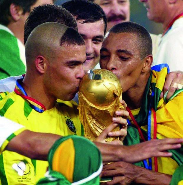 Ronaldo: 1.454 ngày biến cơn ác mộng thành vinh quang chói lọi nhất sự nghiệp lẫy lừng - Ảnh 8.