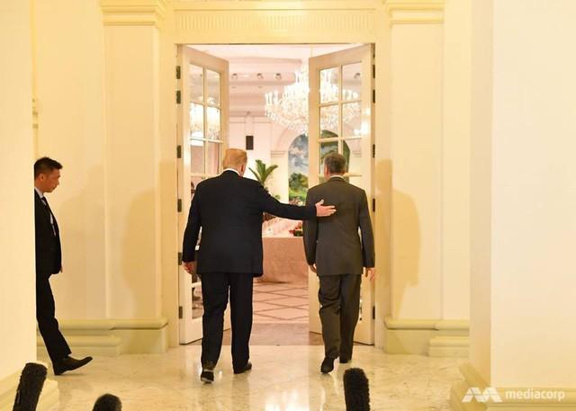 Ông Trump bất ngờ được Thủ tướng Lý Hiển Long tổ chức sinh nhật sớm tại Singapore - Ảnh 6.