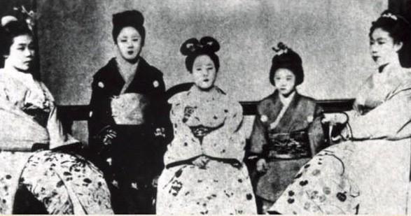 Cuộc đời người phụ nữ Nhật Bản đầu tiên có bằng đại học: Bị gia đình từ bỏ, cuối cùng còn chết trong cô đơn - Ảnh 2.