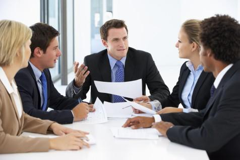 Ứng xử khôn ngoan khi nhận ra bạn thông minh hơn sếp: Đừng quá tự tin, vội vàng đánh giá, hãy tập trung và làm tốt nhiệm vụ của bạn trước đi đã - Ảnh 1.