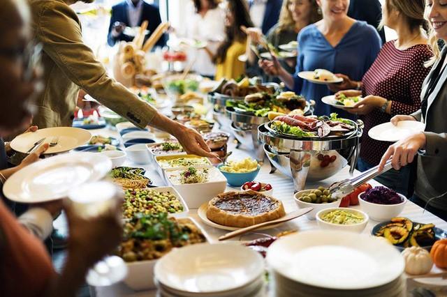 """[Case Study] Buffet - Mô hình kinh doanh """"lời không tưởng"""": Khách ăn càng nhiều, nhà hàng càng lãi, nhờ áp dụng cả kinh tế học và tâm lý học - Ảnh 3."""