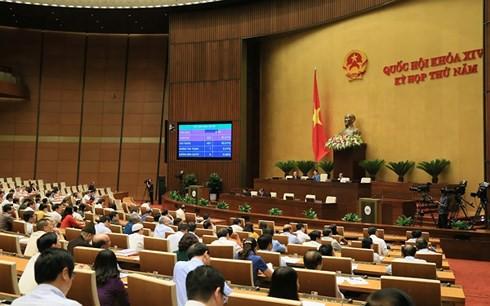 Kỳ họp thứ 5 Quốc hội khóa XIV đã quyết định nhiều vấn đề hệ trọng - Ảnh 1.