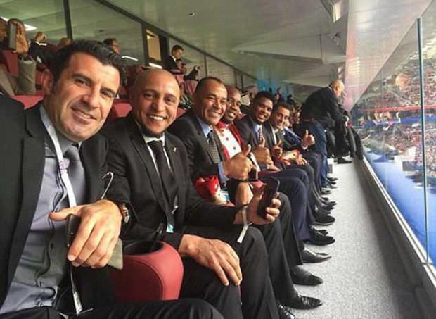 Bức ảnh gây bão trong ngày khai mạc World Cup: 10 huyền thoại ngồi chung một hàng ghế - Ảnh 1.