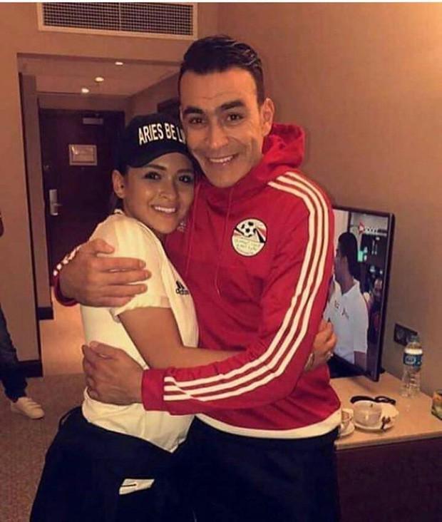 Thủ môn Ai Cập 45 tuổi vẫn dự World Cup, có con gái đính hôn với đồng đội của bố nhưng đây mới là điều trớ trêu - Ảnh 2.