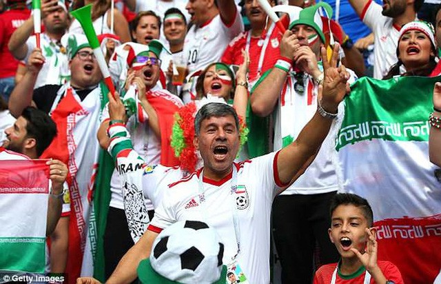 Iran vượt nghịch cảnh bị Mỹ cấm vận... giày ở World Cup ra sao? - Ảnh 1.