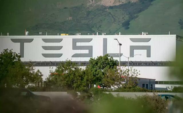 Những cựu nhân viên Tesla chia sẻ sự bàng hoàng khi họ biết là mình đang bị đuổi việc - Ảnh 2.