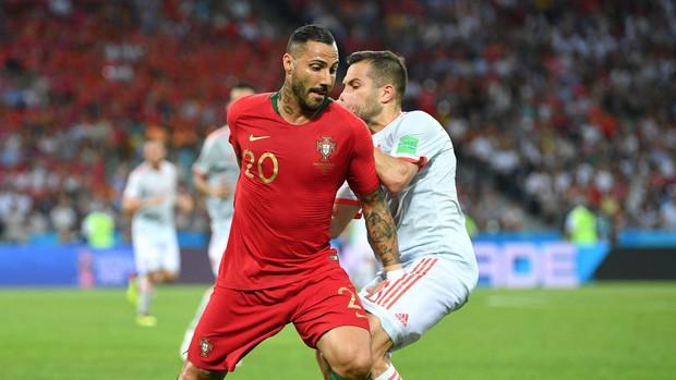 Bồ Đào Nha 3-3 Tây Ban Nha: Cả thế giới ngả mũ thán phục Ronaldo - Ảnh 12.