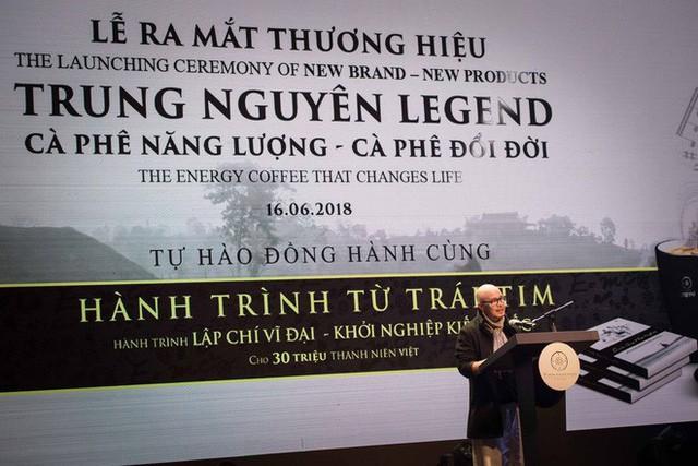 [Ảnh] Đặng Lê Nguyên Vũ khác biệt ra sao sau 5 năm tái xuất tại lễ kỷ niệm 22 năm tập đoàn Trung Nguyên? - Ảnh 1.