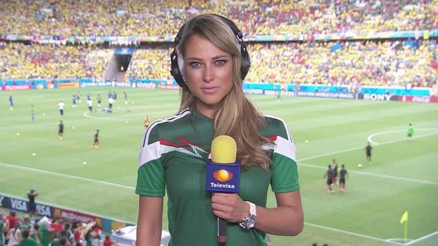 Nữ phóng viên xinh đẹp nhất World Cup gây sốt trở lại khi Đức gặp Mexico - Ảnh 2.