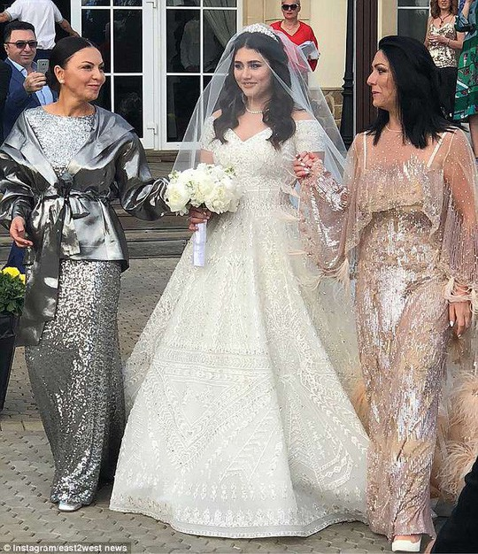 Đám cưới xa hoa, lộng lẫy của con gái tài phiệt Nga - Ảnh 2.