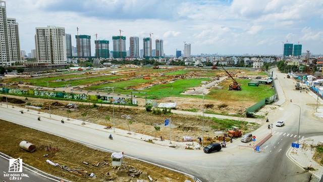 Thị trường căn hộ cao tầng khu Đông TP.HCM: Khan hàng mới, giá biến động mạnh - Ảnh 2.