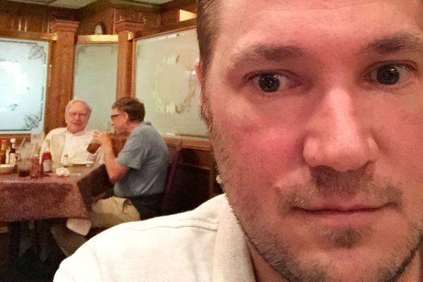 Bữa tối giữa Warren Buffett và Bill Gates có gì đặc biệt? - Ảnh 2.