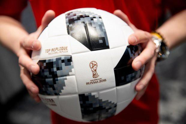 Trái bóng công nghệ Telstar 18 của World Cup 2018 liên tục xì hơi, FIFA nói gì? - Ảnh 1.