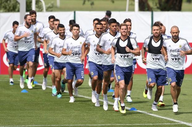 Đội tuyển Argentina đại loạn, cầu thủ muốn HLV Sampaoli bị sa thải ngay lập tức - Ảnh 1.