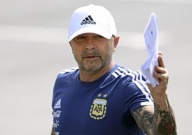 Đội tuyển Argentina đại loạn, cầu thủ muốn HLV Sampaoli bị sa thải ngay lập tức - Ảnh 2.