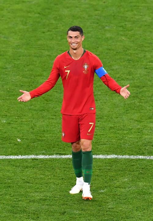 Ngày tồi tệ của Ronaldo: Hỏng penalty, đánh nguội đến suýt nhận thẻ đỏ - Ảnh 10.