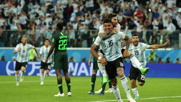 Argentina vượt qua cửa tử, Messi vẫn tung hoành ở World Cup 2018 - Ảnh 4.