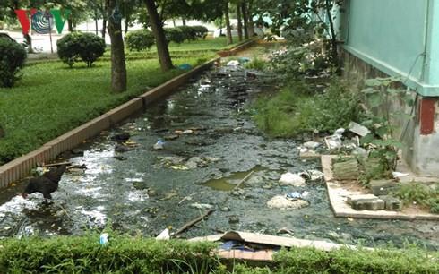 Nhà chung cư tái an cư ở Hà Nội đang bị bỏ rơi? - Ảnh 1.