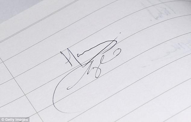 Bí mật ít biết đằng sau chữ ký của Công nương Meghan khiến nhiều người ngỡ ngàng  - Ảnh 3.