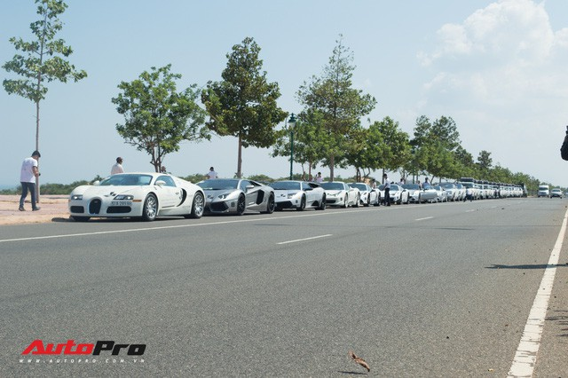 Khép lại Hành trình từ trái tim ngày 1: Đoàn siêu xe Trung Nguyên dừng chân ở Phan Thiết - Ảnh 1.