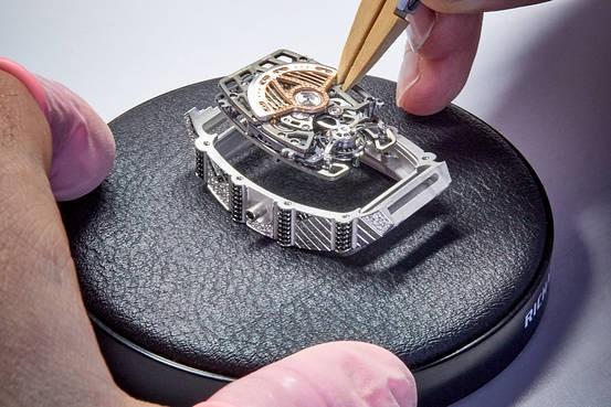 Mẫu đồng hồ tourbillion mới của Richard Mille: Có giá hàng trăm nghìn đô, sản xuất giới hạn và dành riêng cho phái đẹp!  - Ảnh 6.