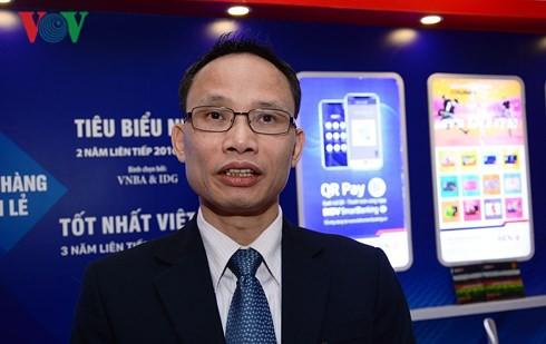 Mỗi ngân hàng Việt đang phải dùng cả nghìn người để đếm tiền mặt - Ảnh 2.