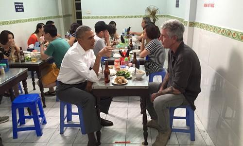 Anthony Bourdain - Đầu bếp từng đến Việt Nam cùng ông Obama qua đời ở tuổi 61 do tự tử - Ảnh 2.