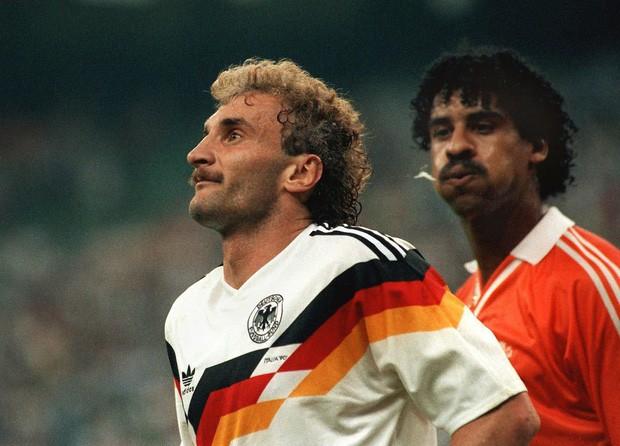 Lịch sử World Cup 1990: Ca khúc huyền thoại Mùa hè Italia và chất thép của người Đức - Ảnh 3.