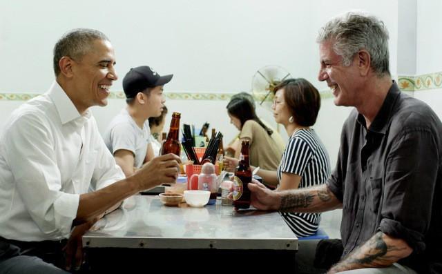 Những hình ảnh đáng nhớ của đầu bếp Anthony Bourdain trong hành trình khám phá ẩm thực Việt Nam - Ảnh 12.