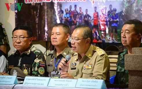 Sức khỏe của 5 người còn lại trong hang Tham Luang vẫn tốt - Ảnh 1.