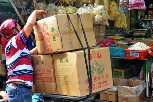 Lo hàng Trung Quốc tràn vào Việt Nam - Ảnh 1.