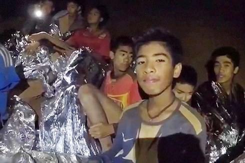 Câu chuyện truyền cảm hứng từ cuộc giải cứu các cầu thủ nhí Thái Lan - Ảnh 1.