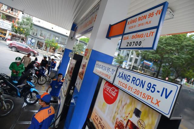 Phó Thủ tướng đồng ý giãn thời gian tăng thuế môi trường với xăng dầu - Ảnh 1.