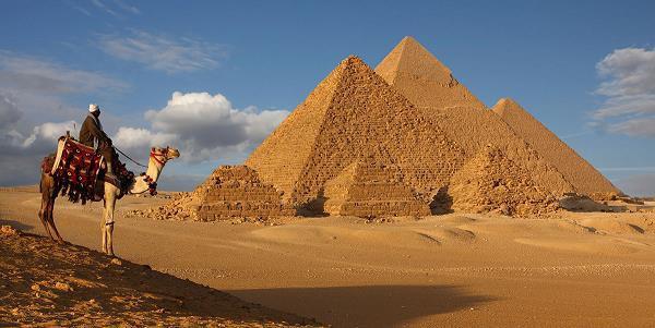 [Case Study] Chuyến đi ác mộng tới Ai Cập của blogger du lịch: An ninh bất ổn, lừa đảo khắp nơi, nơi tôn kính thành chợ trời, kim tự tháp thì nằm kế… KFC - Ảnh 1.