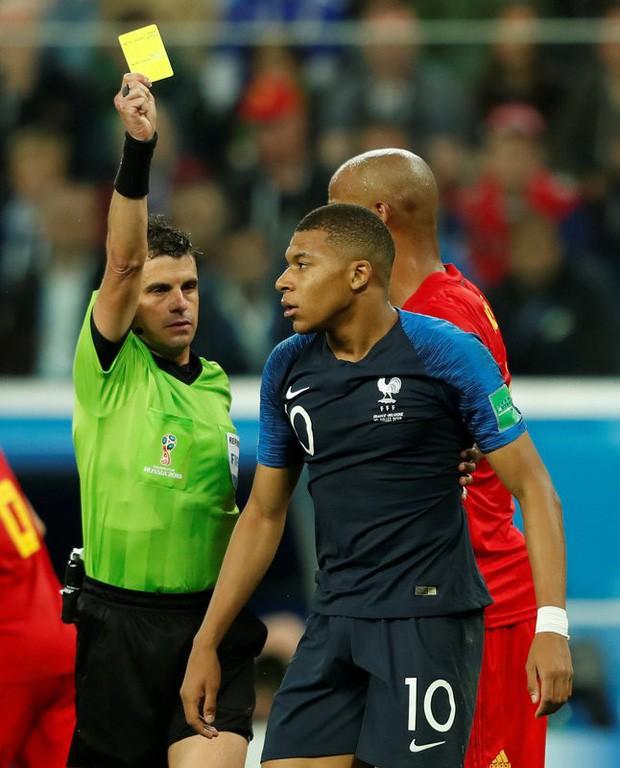 Sau màn lăn lộn ăn vạ như Neymar, sao trẻ Mbappe lại bị chỉ trích vì thói câu giờ chọc tức đối thủ - Ảnh 7.