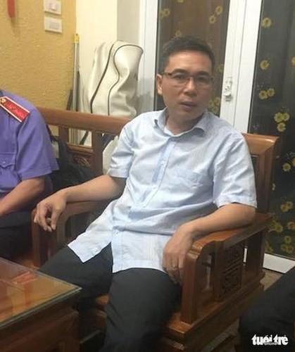 Ảnh: Công an đưa bị can Phạm Đình Trọng về nhà thực hiện lệnh khám xét - Ảnh 7.