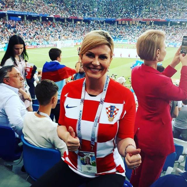 Chân dung nữ tổng thống nóng bỏng thường xuyên bị nhầm là người mẫu bikini, fan cuồng bóng đá của Croatia - Ảnh 1.
