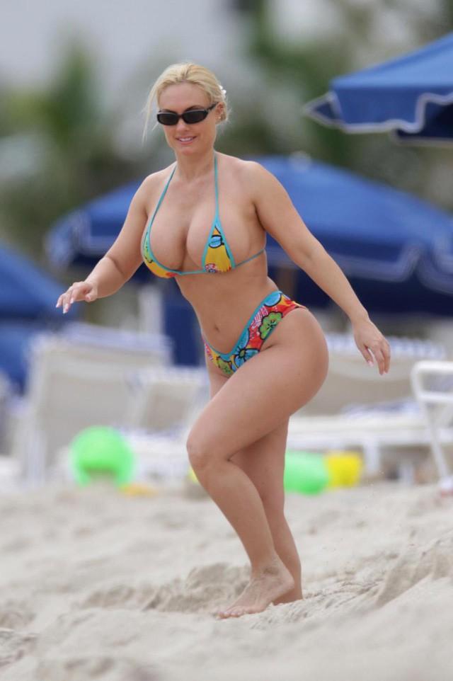 Chân dung nữ tổng thống nóng bỏng thường xuyên bị nhầm là người mẫu bikini, fan cuồng bóng đá của Croatia - Ảnh 2.