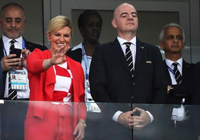Chân dung nữ tổng thống nóng bỏng thường xuyên bị nhầm là người mẫu bikini, fan cuồng bóng đá của Croatia - Ảnh 4.