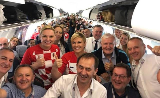 Chân dung nữ tổng thống nóng bỏng thường xuyên bị nhầm là người mẫu bikini, fan cuồng bóng đá của Croatia - Ảnh 5.