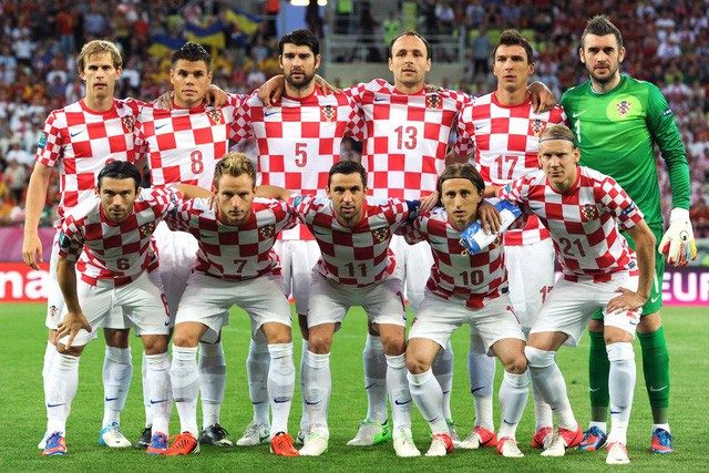 Chân dung nữ tổng thống nóng bỏng thường xuyên bị nhầm là người mẫu bikini, fan cuồng bóng đá của Croatia - Ảnh 6.