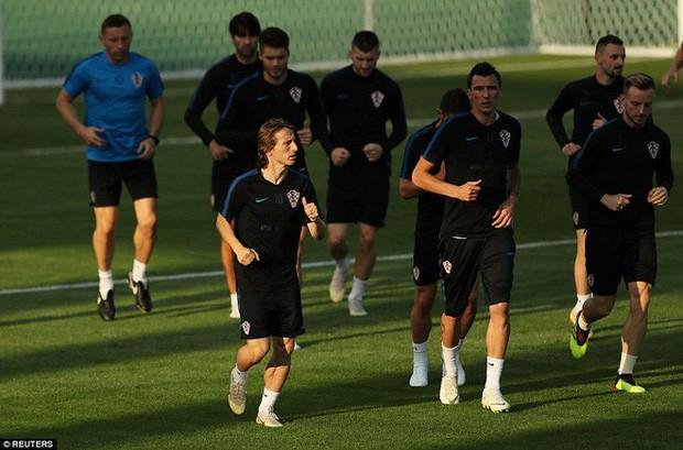Không khí căng thẳng, nặng nề trong buổi tập của dàn sao Croatia - Ảnh 1.