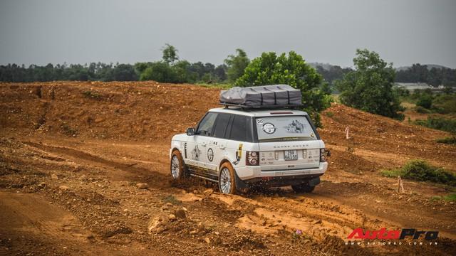 [Chùm ảnh] Đoàn Range Rover hàng chục tỷ đồng của Trung Nguyên thoả sức tắm bùn ở Đồng Mô trước khi rời Hà Nội - Ảnh 11.