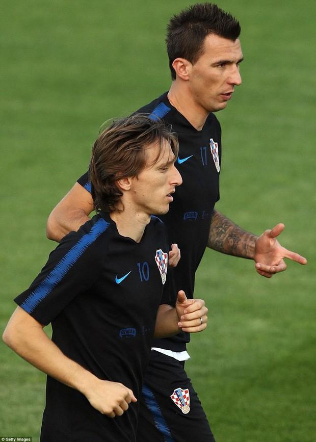 Không khí căng thẳng, nặng nề trong buổi tập của dàn sao Croatia - Ảnh 5.