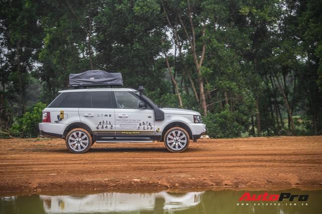 [Chùm ảnh] Đoàn Range Rover hàng chục tỷ đồng của Trung Nguyên thoả sức tắm bùn ở Đồng Mô trước khi rời Hà Nội - Ảnh 4.