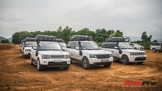 [Chùm ảnh] Đoàn Range Rover hàng chục tỷ đồng của Trung Nguyên thoả sức tắm bùn ở Đồng Mô trước khi rời Hà Nội - Ảnh 6.