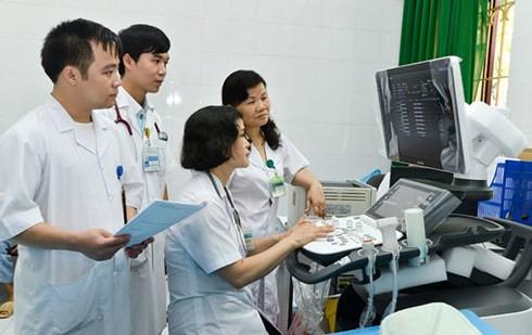 Điều chỉnh giá dịch vụ y tế, bệnh viện lo nguồn thu, dân lo chất lượng - Ảnh 1.