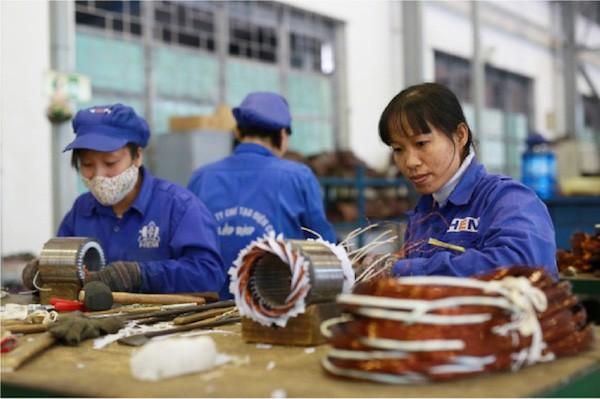 Tăng tuổi hưu có ảnh hưởng tới việc làm của người trẻ? - Ảnh 1.