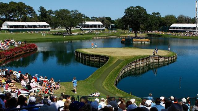 [Nghề lạ] Mò hồ lặn bóng: Kiếm tiền từ việc thú đánh golf của đại gia - Ảnh 1.