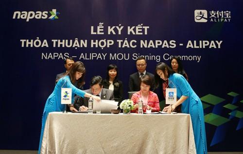 Bắt tay với Jack Ma cùng hàng chục ngân hàng lớn nhỏ tại Việt Nam, NAPAS thu về hàng trăm tỷ đồng lợi nhuận mỗi năm - Ảnh 2.